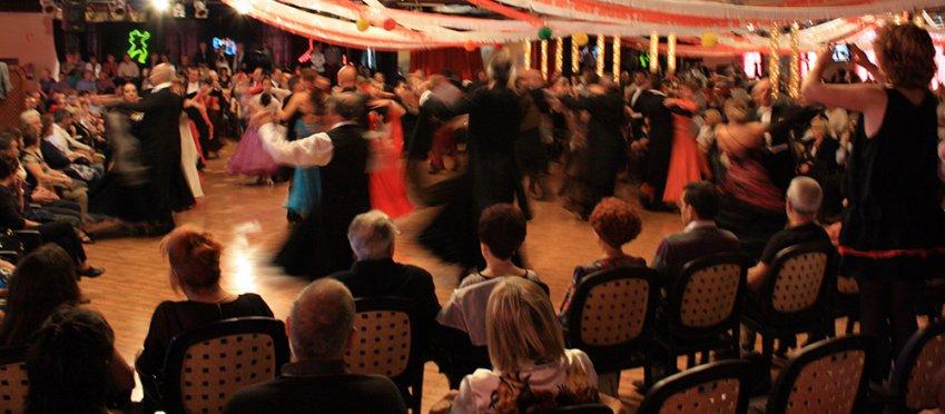 efectivo amigo baile en Tarrasa